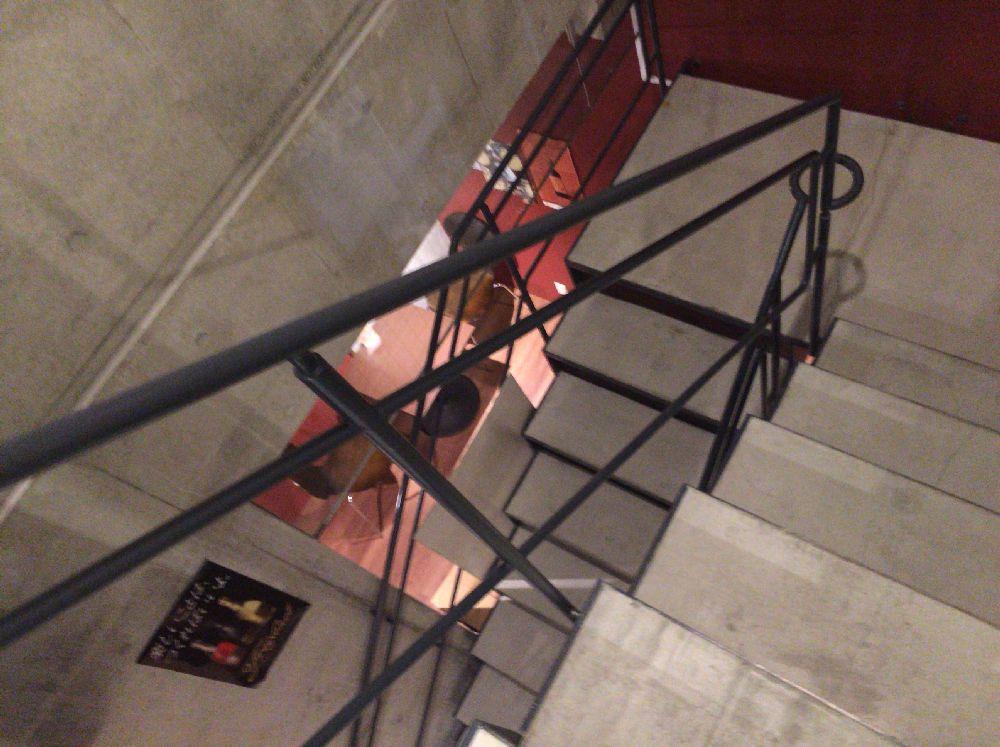 柏屋酒店角打ち下に向かう階段