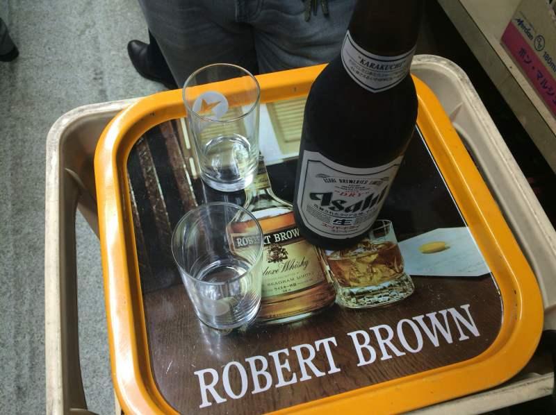 加藤酒店テーブルアサヒ大瓶360円